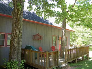 Serene Cabin with Creek, 10 min to Boone, Wi-fi, Netflix, Hulu+
