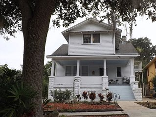 Vintage 'TreeTop Apartment'  in  Mount Dora's historic downtown village