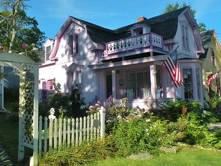 Beautiful 19th Century Seaside Cottage In The Prettiest Village In Maine