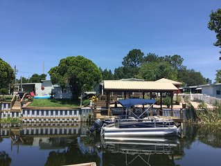 Located Off The Harris Chain Of Lakes . 30 Min From Orlando Attractions