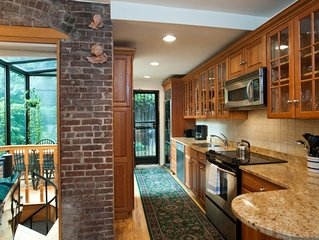 Deluxe duplex w/ private entrance and private patio/garden near Lincoln Center