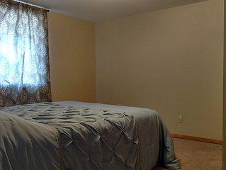 """Quiet, 2 bedroom Apartment """"Cabin"""""""