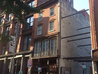 Old City Apartment For Papal Visit - 1 Br / 1B W/ Pullout - Fantastic Location!