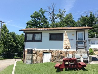 1 Br Cottage On Quiet Lake Taneycome W/ Boat Slip