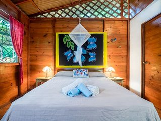 Casitas Las Flores is a small bungalow resort nestled in the jungle
