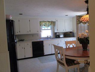 Classic 3 bedroom Cape Cod home. Close to Beaches, shops, cinema, and restaurant