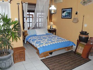 Private Villa-Bungalow. WiFi & Pool. Central quiet location. Budget Priced