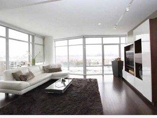 Beautiful Modern Duplex with Waterfront Views of NYC Skyline