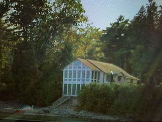 Waterfront Property w/Spectacular View of Burlington sleeps 8 people