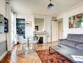 Cozy 2 bedroom apartment in the very heart of Paris!