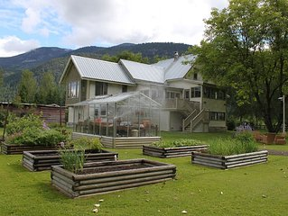 Family- and Pet-friendly heritage estate located in beautiful Pemberton Meadows.