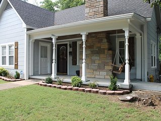 Historic cottage in a great LOCATION! 1mi walk or drive to downtown Hot Springs!