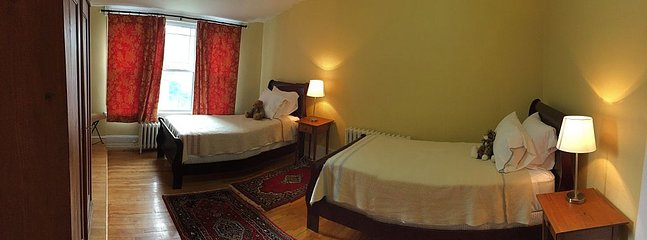 Bedroom 2: two twin beds