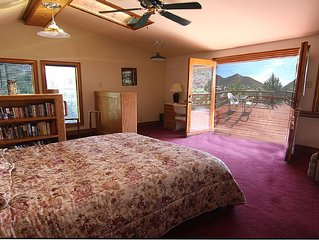 Stunning views, steps to Main Street. Family and pet-friendly. Wi-fi and parking
