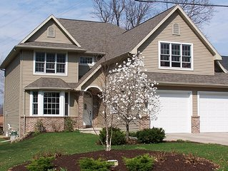5 Bedroom Lake Front Home, 20 Minutes to EAA, 10 Minutes to ATW