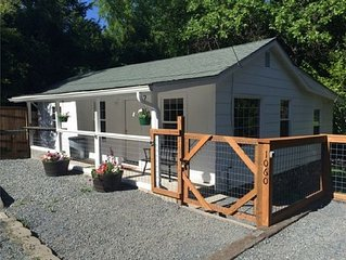 Daisy Creek Cottage! Cozy Pet-Friendly Home, In Historical Downtown Jacksonville