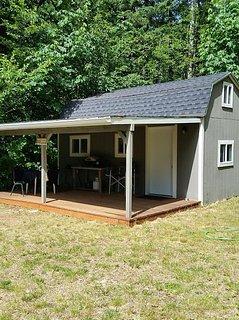 Small Cabin Located Near Lake Cushman Resort