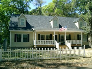 Daufuskie Island - Large Charming Family and Pet Friendly 5 Bedroom Home