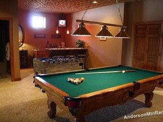 CRAZY LOW RATES! Breathless Views, Hot tub, Pool Table, Foosball, wet bar