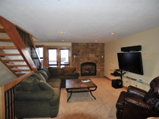 Stunning 3BD Mountain Home, Incredible Views from your Private Hot Tub!