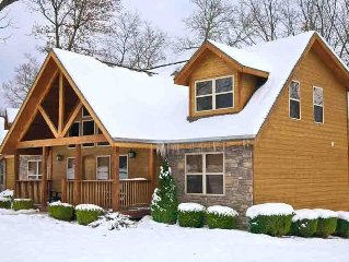 Cozy 4BR Cabin in Branson, MO w/Resort Pool, Fireplace, WiFi, Kitchen & more!