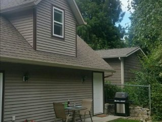 Private Self-Contained Bachelor Suite near Kelown