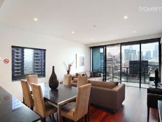 Water Views Apartment - Docklands