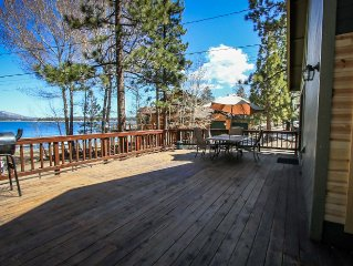 Lakeshore Family Cabin~Private Hot Tub~Fun Detached Game Room~Fenced Yard~Pets~