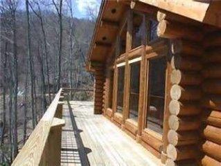 1201 LOVE NEST: 3 BR / 3 BA three bedroom log cabin in Maggie Valley, Sleeps 8