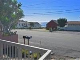 525 Pacific Ave: 3 BR / 2 BA  in Cayucos, Sleeps 8