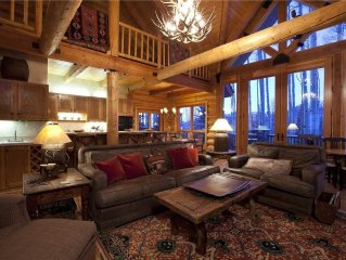 Snowdrift Cabin ski in/ski out, luxury 3 bedroom + loft home with private hot tu