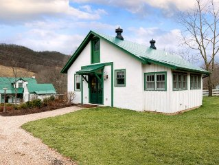Intimate pet-friendly cottage located in Warm Spr