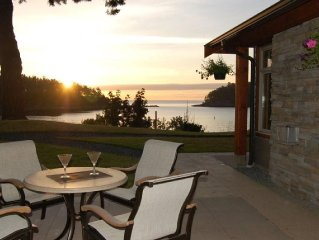 Mayne Island Resort - Waterfront Cottage 2