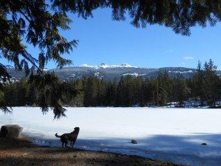 Quiet Whistler Paradise: 4 Bedrooms, 2 Bath, Hot-