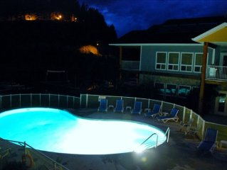 Deal Sept 25-October 1. $775 . Sicamous Luxury. B