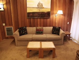 Cute woodsy 2 bedroom 2 bath condo walking distance to Canyon Lodge.