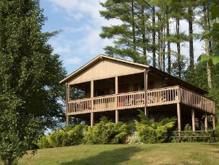 Log Cabin w/ Hot Tub, Views & Privacy- Near New River State Park