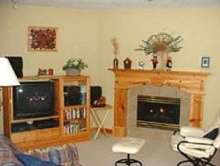Deluxe Ski in/out 2 Bed 1200 Sqft Townhouse with