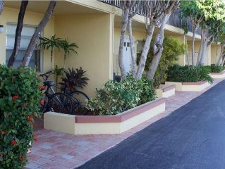 Palm Beach Fully Equipped 1BR Suite - Heated Pool, BBQ Grills, WiFi, Pier & Dock