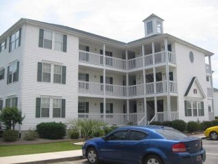 3 bedroom condo Colonial Greens-first floor-community pool-washer/dryer
