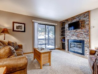 Updated/Comfortable 1 bedroom Red Pine condo - Pool/Clubhouse