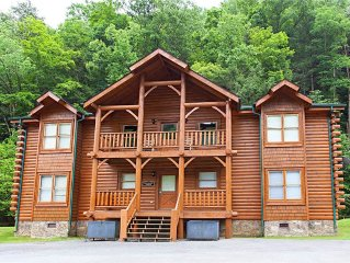 Lodge in the Smokies with a Game Room, Private Hot Tub Close to Pigeon Forge an