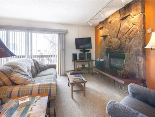 Vibrant and cheery with mountain view, great ski-in location!