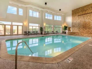 Galena, IL: Studio w/Fireplace, Jetted Tub, Resort Pool & Outdoor Activities