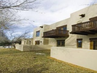 Taos, NM: 1 Bedroom with Fireplace, Resort Pool & Spa, Art & Historical Sites