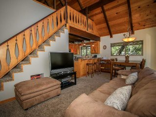 Moonridge Area Chalet Style Home~Wood Fireplace~Full Kitchen~Decks~WiFi~