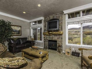 Lakeside Unit 23-Closest lodging to Snowbasin- discount lift tickets, sleeps 12