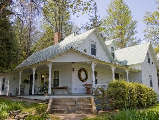 Blue Ridge Mountain Farm - Minutes to West Jefferson - Private and Creekside
