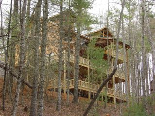 SECLUDED MTN VIEW, POOL TABLE, AIR HOCKEY, FIRE PIT, SCREENED PORCH