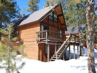 'Belcastro Family Cabin', Enjoy a Unique Mountain Charm.